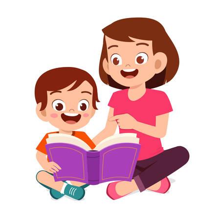 Heureux mignon petit garçon enfant lire un livre avec maman