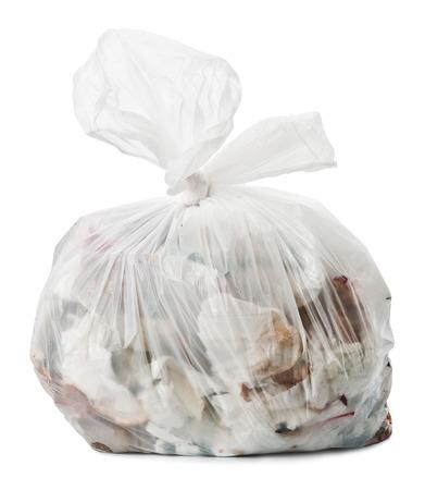 白い背景の上のプラスチックのゴミ袋
