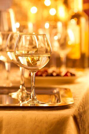 white wine: Glasses of white wine
