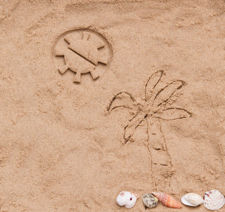 kinetic: Sun and palm on kinetic sand background