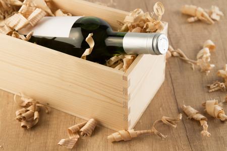 cabarnet: Wine bottle in wooden box