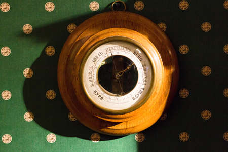 pluviometro: Vintage Russian barometer in a wooden case. Exhibit Museum in Vologda. Foto de archivo