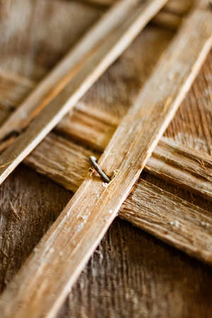 reiki: Wooden shingles. Old Wooden slats. Old wooden structures with rusty nails. Wooden vintage designs. Beams with a crate of thin strips.