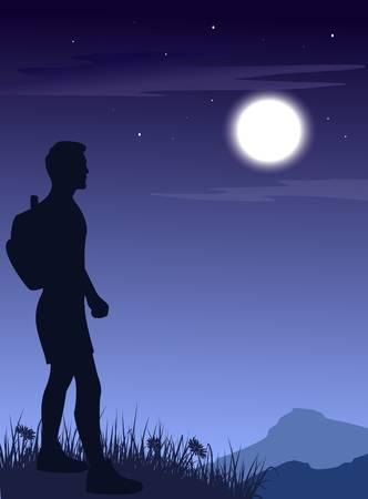 De man met rugzak in de bergen 's nachts.