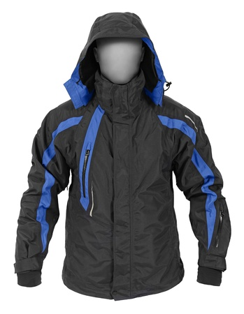 chaqueta: Saco negro con capucha deporte masculino aislado sobre fondo blanco