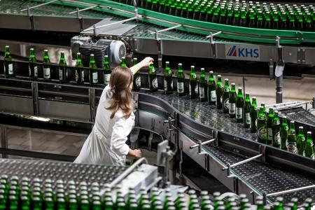 linea de produccion: La producci�n de cerveza y embotellado en Obolon corporaci�n Ucrania