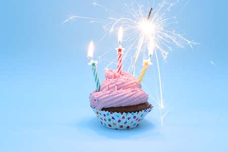 Buon Compleanno Cupcake con Sparklers Archivio Fotografico