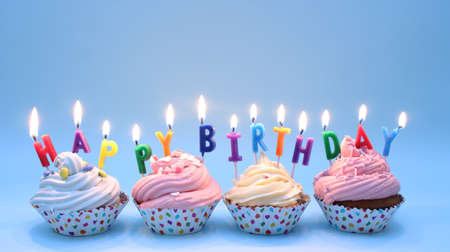 auguri di compleanno: Happy Birthday Cupcakes
