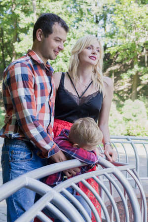 Beautiful happy young family walks in a city park. Stockfoto