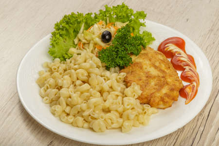 Pasta with a piece of grilled meat and salad. 版權商用圖片 - 131856770