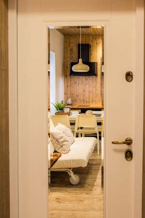 Beautiful modern entrance door with a mirror. Archivio Fotografico - 134555547