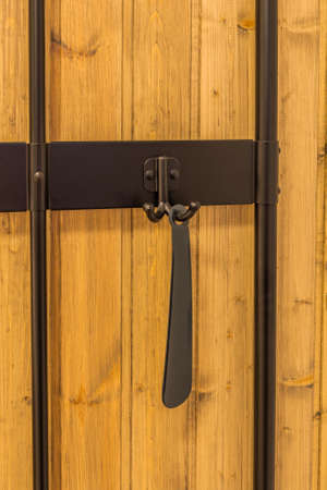 Keys and a shoehorn hang on hooks in the hallway. Archivio Fotografico - 134555549