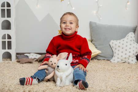 Beautiful happy boy in a New Year's decor. Happy Merry Christmas 2020 Archivio Fotografico - 134555475
