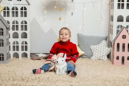 Beautiful happy boy in a New Year's decor. Happy Merry Christmas 2020 Archivio Fotografico - 134555476