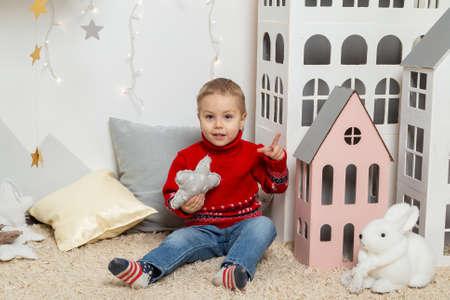 Beautiful happy boy in a New Year's decor. Happy Merry Christmas 2020 Archivio Fotografico - 134555389