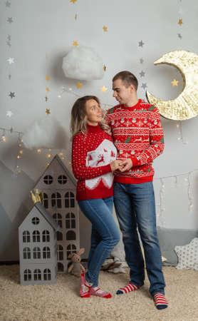 Beautiful happy couple in love in the Christmas decor for Christmas night. Happy Merry Christmas 2020. Archivio Fotografico - 134555398