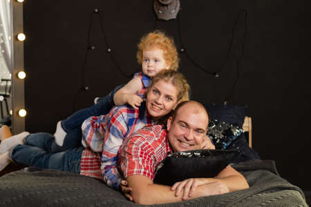 Happy cheerful family on New Years bed. Happy New Year 2020. Archivio Fotografico - 135866863