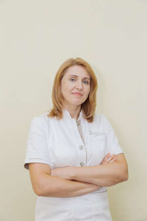 Woman neurologist at the yellow wall in a private clinic. Archivio Fotografico