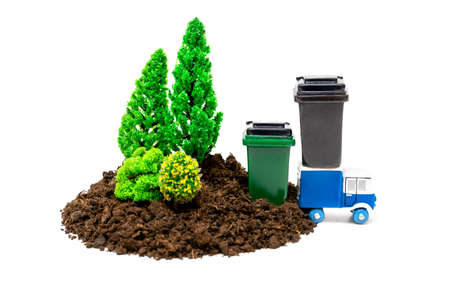 Toy trees and trash containers with a garbage truck isolated on white. Clean forest concept. Banque d'images
