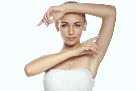 armpits: Girl raised her hands up and shows groomed armpits. Beauty concept - girl with well-groomed skin. Stock Photo