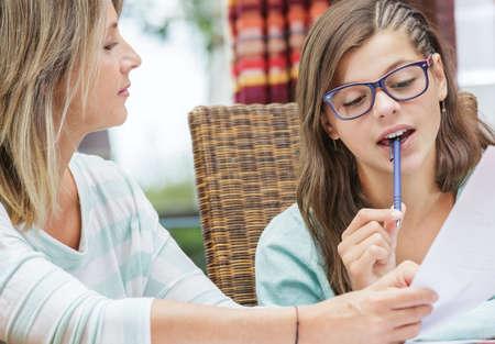 mooie student meisje nemen tutoring cursussen met mooie blonde leraar Stockfoto