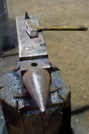 Hammer on the anvil in the blacksmith Imagens
