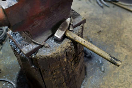 Authentic anvil in the blacksmith Imagens