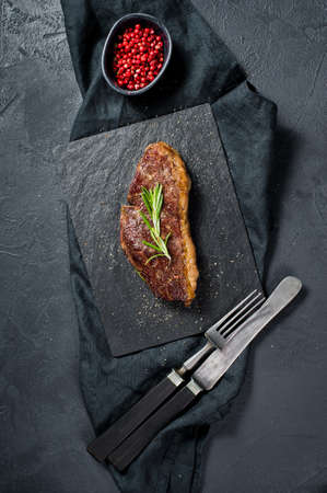 Beef ramp steak with rosemary. Black background, top view Banque d'images
