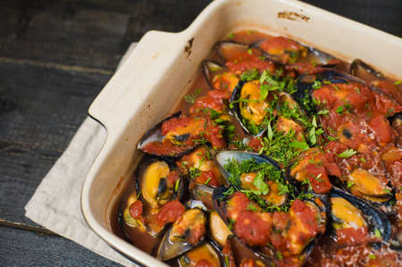 Baked mussels in tomato sauce with cilantro and Parmesan Reklamní fotografie