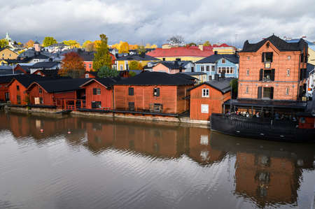 10.10.2019 Porvoo, Finland - Historic red barn houses on the river Bank. Stockfoto