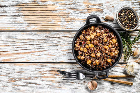 Cooked quinoa with chickpeas in a pan. Healthy food, diet. White wooden background. Top view. Copy space. 版權商用圖片