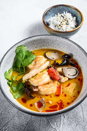 Tom Yum soup with shrimps and coconut milk. Gray background. Top view. Reklamní fotografie