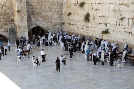 people at the wailing wall in Jerusalem