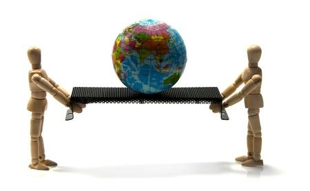 twee houten poppen proberen de wereld te houden in balans