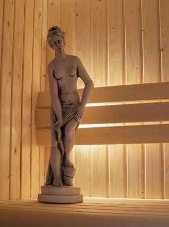 sauna nackt: Statut der nackten Frau in der Sauna