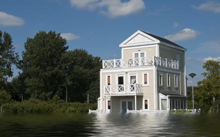 青い空と白い雲高い水で大きな木造住宅 写真素材