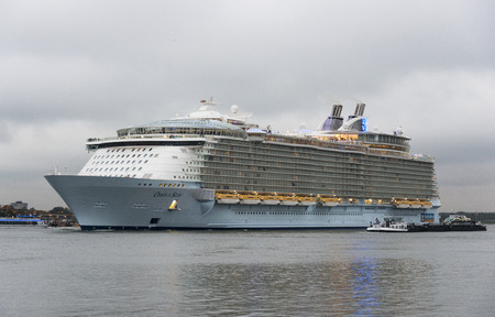 cruis: ROTTERDAM,NETHERLANDS - OKT 14: The oasis of the seas leaving the rotterdam harbor to southampton on Okt 2014 in Rotterdam,this is the biggest cruise ship in the world