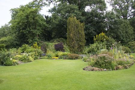 Englischer Garten Lizenzfreie Vektorgrafiken Kaufen: 123Rf