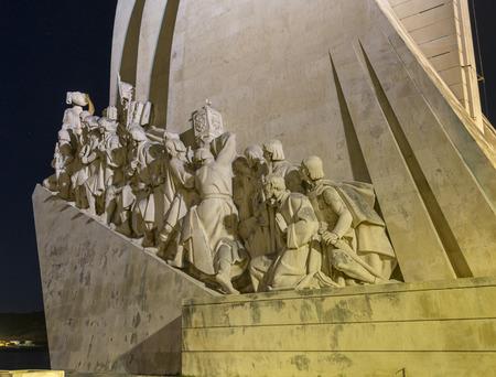 caravelle: Padr�o dos Descobrimentos (Monument des D�couvertes) est un monument sur la rive nord de l'estuaire du Tage � Lisbonne par nuit