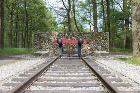 red railroad buffer end to destination of the railraod track Zdjęcie Seryjne