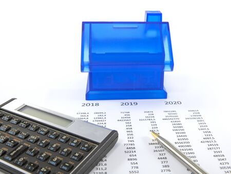 calculating the finance situation for buying a house and getting mortage in 2020 Stockfoto