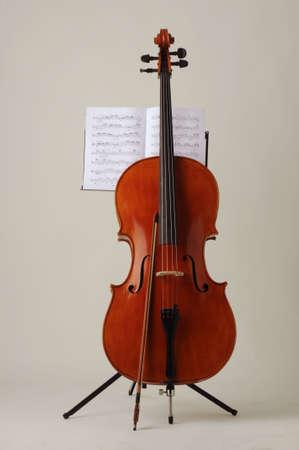 violoncello: Violoncello con spartito