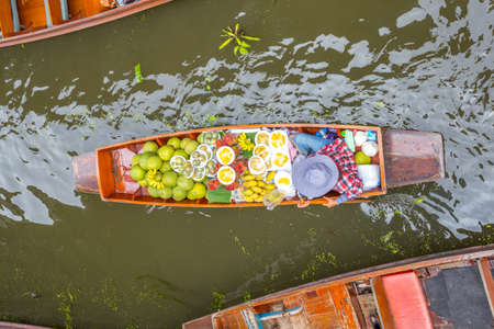 saduak: Damnoen Saduak Floating Market, Damnoensaduak district, Ratchaburi province, Thailand