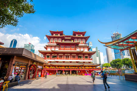 toothe: SINGAPORE - August 29 : Buddha Toothe Relic Temple in Chinatown Singapore on August 29, 2015 in Singapore