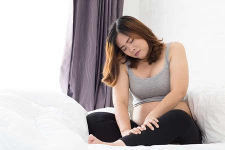 Zwangere vrouwen met kramp in been