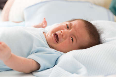 Baby is crying be colic symptoms 스톡 콘텐츠