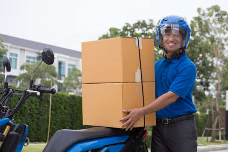 Deliveryman ride motorcycle service, Fast and Free Transport Delivery 免版税图像