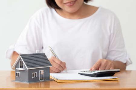 Woman preparing documents file for loan home and refinance Standard-Bild
