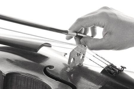 orchestrate: Hand that pulls the bow on the strings of a violin