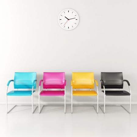 CMYK farbigen Stühle im Wartezimmer